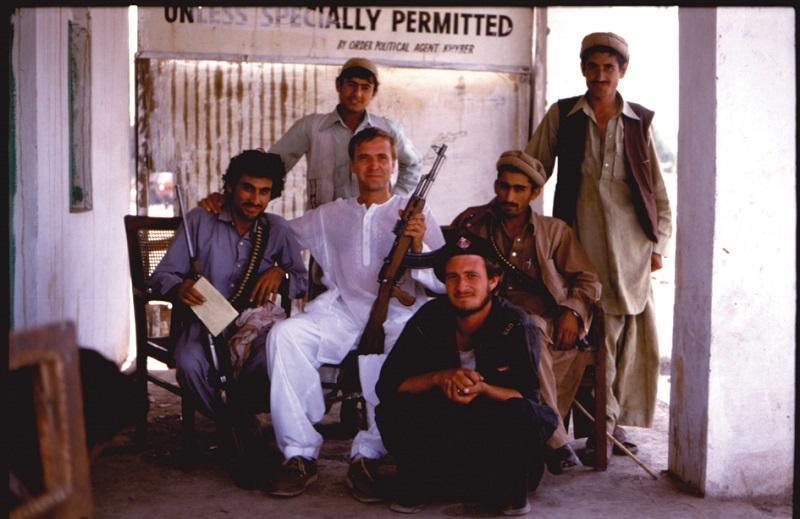 Ben Dronkers in de seventies tussen de Afghanen