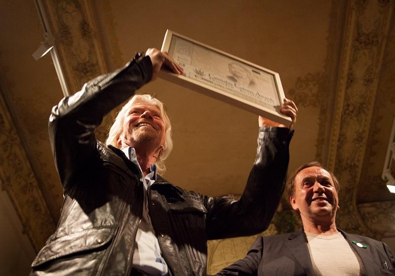 Ben met superondernemer Richard Branson (o.a. Virgin), die een Cannabis Culture Award in ontvangst neemt