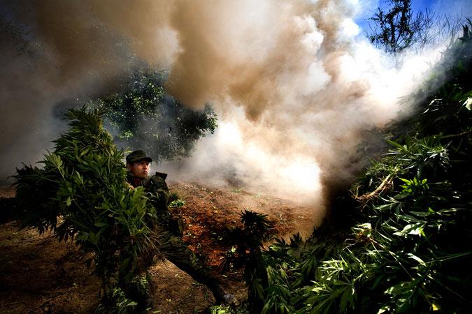 20121025-sessini-drugpolicy-military-675-no-border