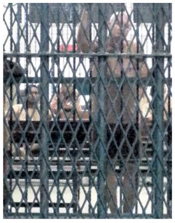 Johan van Laarhoven in de Thaise cel (eigen foto, verscheen eerder in NRC)