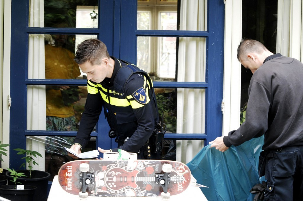 Politie-inval-VOC-01-06-2015_4217-1024x678