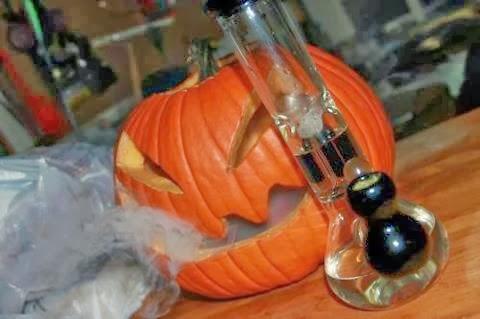 How to make a Pumpkin Bong Pumpkin-bong