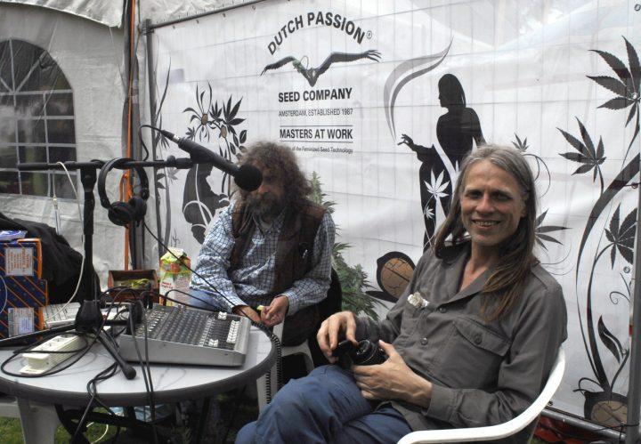 Peace-on-Drugs-Radio-live-op-Cannabis-Bevrijdingsdag-2014-Guus-Jan_en_Jeroen(rechts)_foto_db
