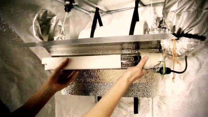 Wanneer de tent staat, kun je de lamp ophangen, handig zijn hierbij in hoogte verstelbare hangers.