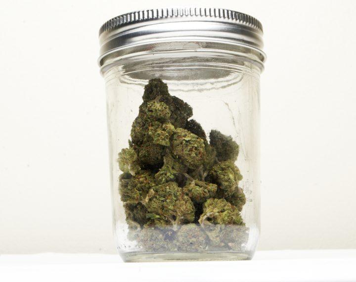Laat wiet na het drogen rijpen in een glazen pot en de geur komt weer helemaal terug.