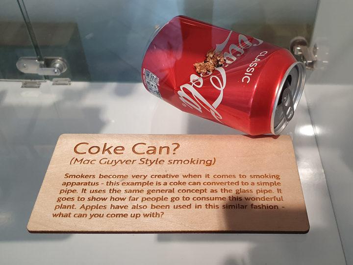 Wietpijp van een colablikje in Cannabis Museum Amsterdam CNNBS.nl